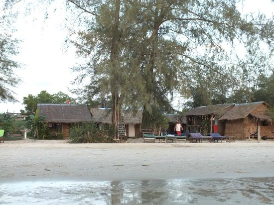 Castaways Beach Bar & Bungalows