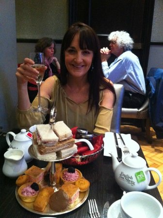 The Courthouse Doubletree by Hilton: Champagne afternoon tea