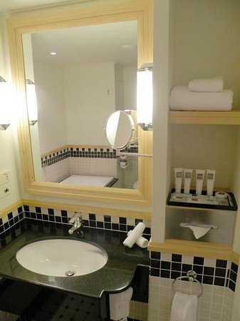 Swissotel Sydney: Bathroom
