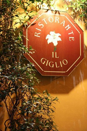 Il Giglio Hotel and Restaurant: The sign