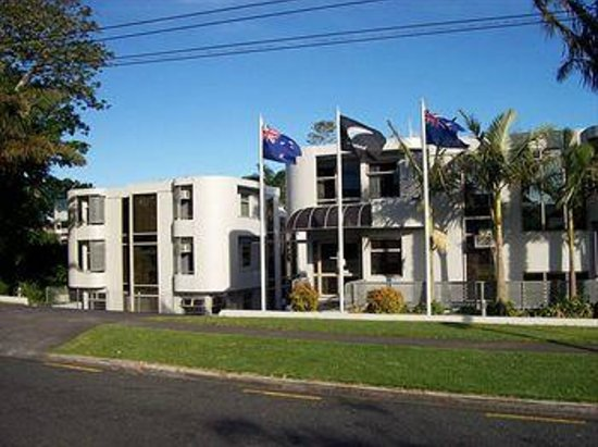 Takapuna, New Zealand: photo of hotel from road