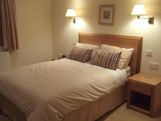 Llwyn Onn Guest House: Bedroom - nice comfy and warm bed