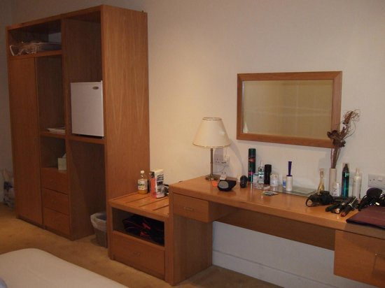 ‪‪Llwyn Onn Guest House‬: Bedroom - Dressing area‬