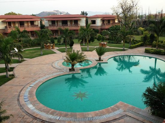 Marugarh Resort: pool side
