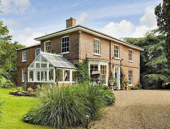 Stewton, UK: The house as you come up the drive