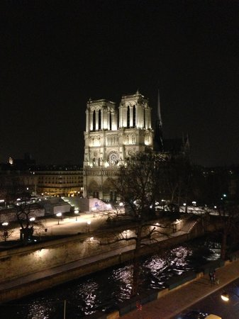 Hotel le Notre Dame: Notre Dame at night.
