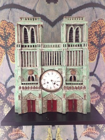 Hotel le Notre Dame: This amazing fun clock in the sitting room