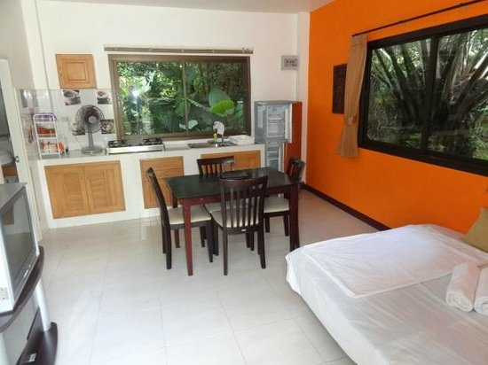 Baan Sukreep Resort: the apartment