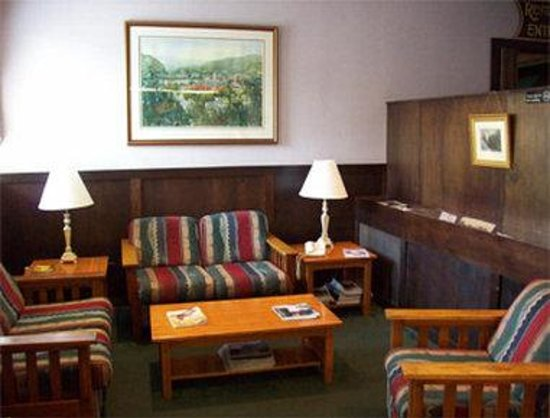 Knights Inn Little Falls: Lobby