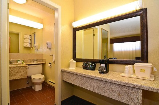BEST WESTERN Turquoise Inn & Suites: Guest Room Bathroom