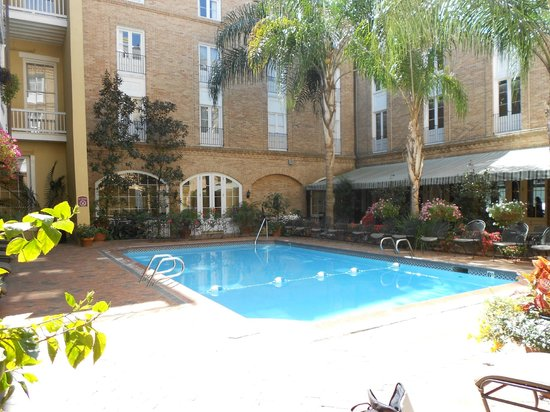 Holiday Inn New Orleans - Chateau Lemoyne: Courtyard area