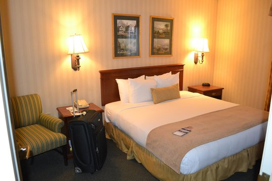 BEST WESTERN PLUS Roundhouse Suites: Room