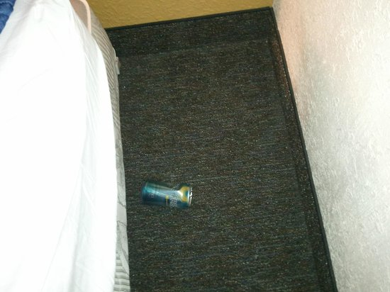 Sands Ocean Club Resort: empty soda can found under the bed