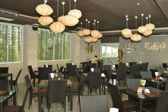 Dhevan Dara Resort &amp; Spa Hotel: resturant