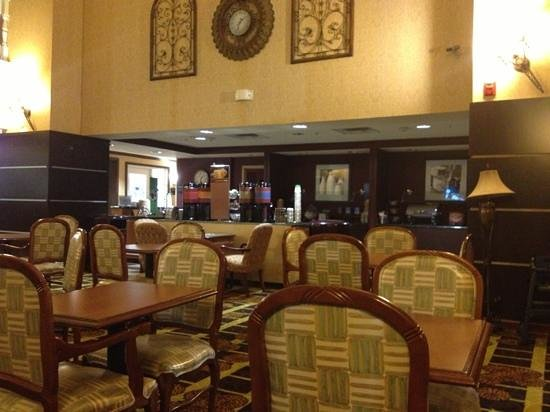 Hampton Inn and Suites Lake City : breakfast area, very spacious
