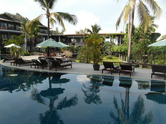 Holiday Inn Krabi Ao Nang Beach: Pool and Grounds