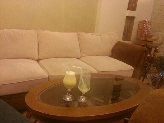 Splendid Star Grand Hotel: lobby is cute and comfortable. the most important they serve free juice.