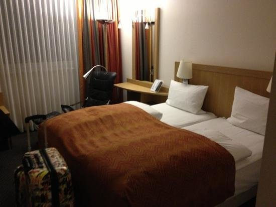 NH Zurich Airport: my room