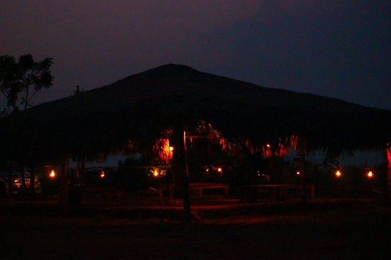 Андхра-Прадеш, Индия: The resort comes to life in the night