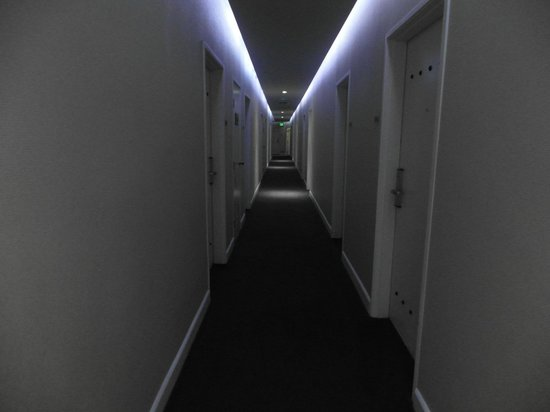 O Hotel: View of the hallway