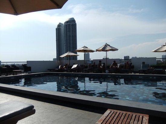 Navalai River Resort: roof top pool