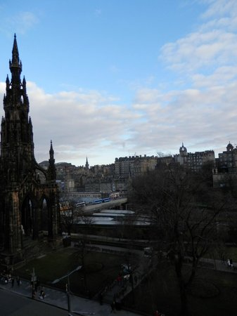 Mercure Edinburgh City - Princes Street Hotel: view from room
