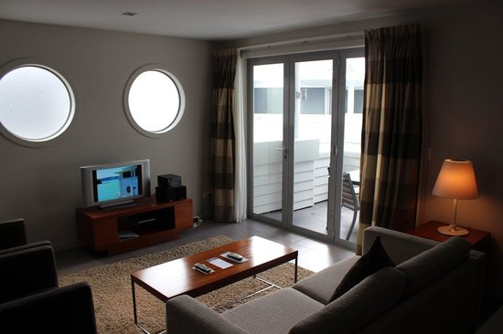 The Waterfront Suites: Lounge