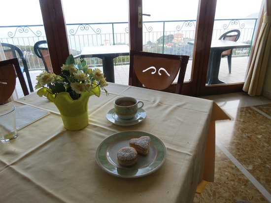 Il Nido Hotel Sorrento: Fav pastry at breakfast