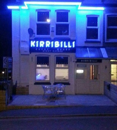 Kirribilli Guest House: YOU CAN NOT MISS IT