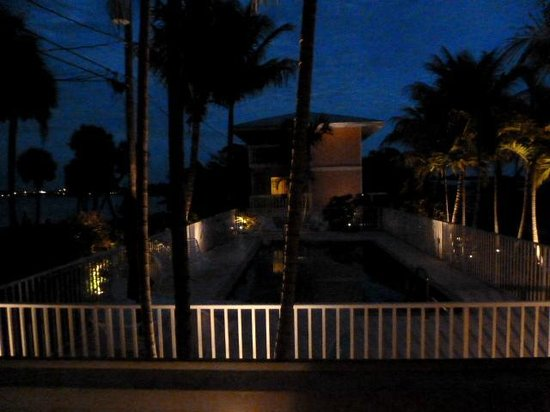 Turtle Bay Condos: Night view of pool area