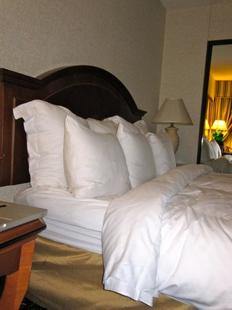 Key Bridge Marriott: king bed