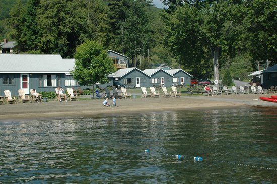 Blue Lagoon Resort: Beach on Lake George