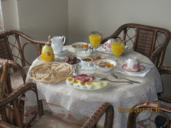 Borgo Argenina Bed and Breakfast: Look at this offering, standard breakfast here every morning!
