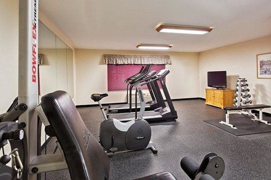 Country Inn & Suites By Carlson, Dubuque: CountryInn&Suites Dubuque  FitnessRoom