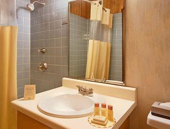 Days Inn West Allis: Bathroom