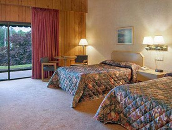 Knights Inn Franklin: Deluxe Room