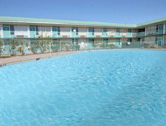 Days Inn Elk City: Pool