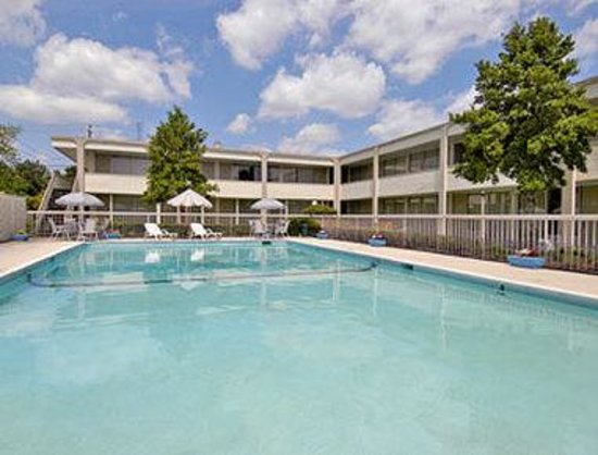 Days Inn Washington: Pool