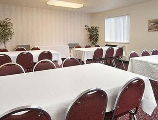 Fargo-Days Inn and Suites 19th Avenue: Meeting Room