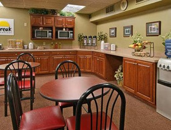 Days Inn & Suites Lexington, Ky: Breakfast Area