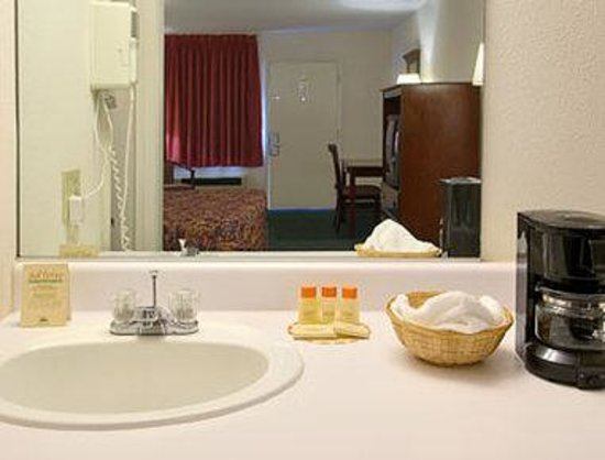 Days Inn Staunton: Bathroom