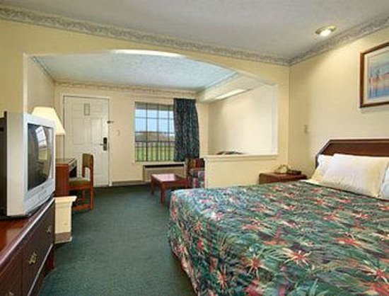 Days Inn Jackson Coliseum: Standard King Bed Room