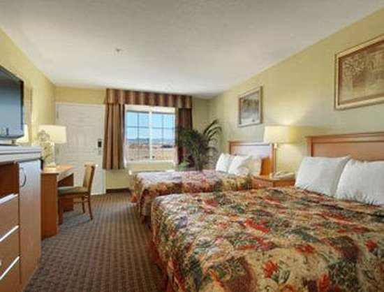 Days Inn Hayward Airport: Standard Two Queen Bed Room