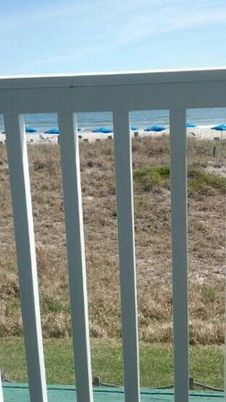 Elizabeth Pointe Lodge: view of ocean from porch