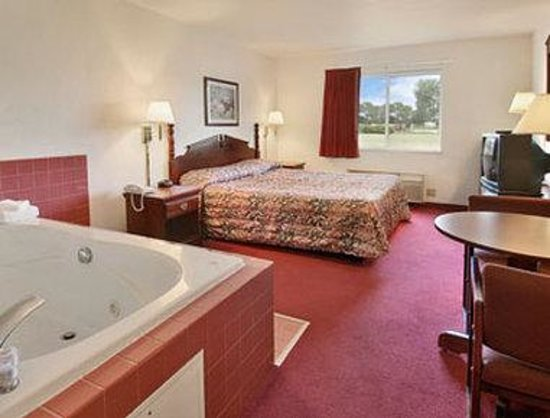 Days Inn of Fox Cities: Jacuzzi Suite