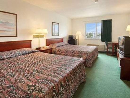 Days Inn of Fox Cities: Standard Two Queen Bed Room