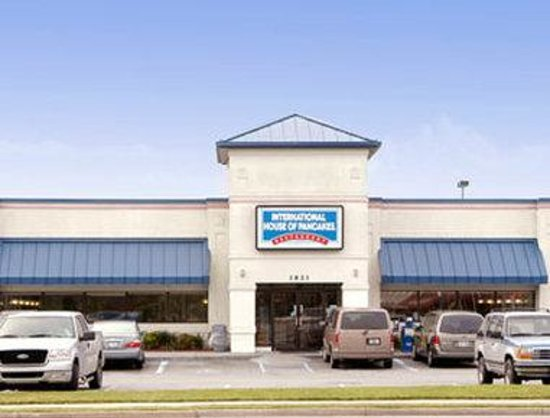 Days Inn Valdosta-Conference Center: IHop