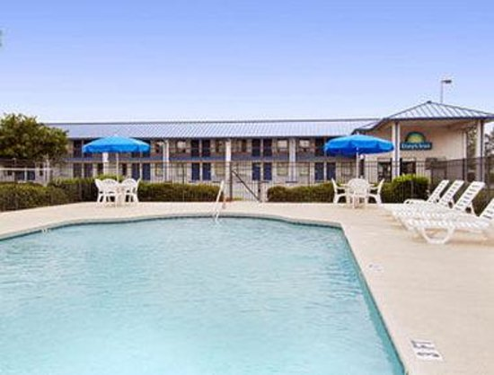 Days Inn Valdosta-Conference Center: Pool