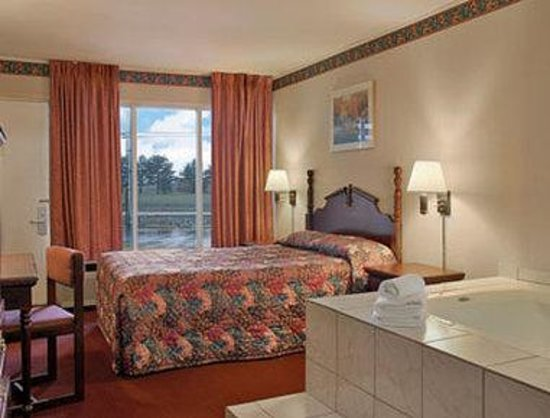 Days Inn Seymour: Jacuzzi Suite