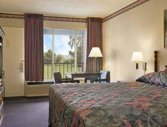Days Inn Seymour: Standard King Bed Room